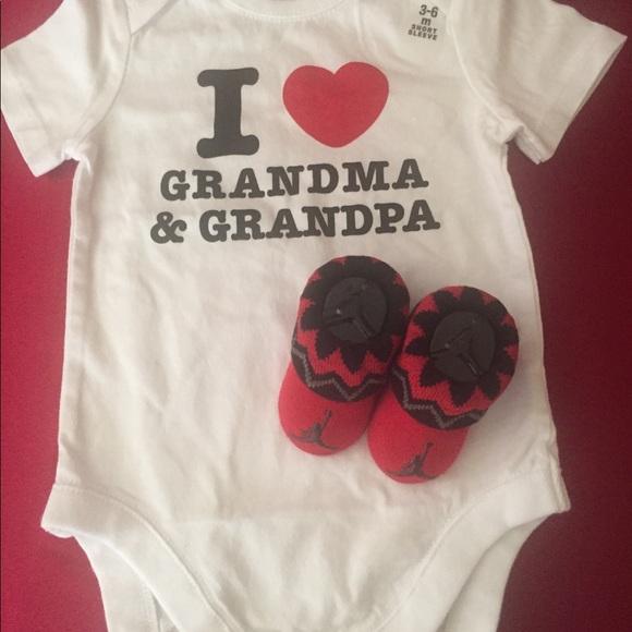 e0856d1087b66d INFANT NIKE AIR JORDAN BABY BOOTIES 0-6M   ONESIE. NWT